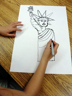 Drawing statue of liberty on paper.