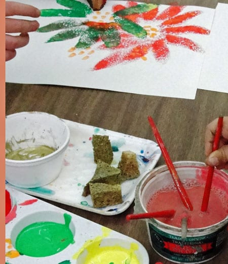 An easy holiday or anytime craft that can turn an ordinary kitchen sponge into a beautiful piece of art. Great printmaking art project for kids.